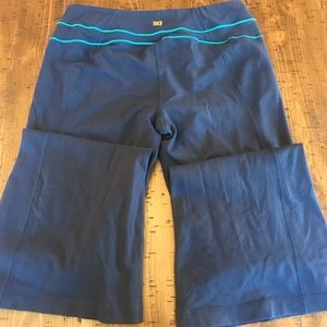 Lucy bootcut yoga pants navy size Medium GUC